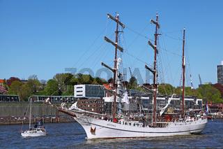 Artemis bei der Einlaufparade vom 827. Hamburger Hafengeburtstag 2016; Impressions of the 827th Birthday of the Port of Hamburg 2016, Germany
