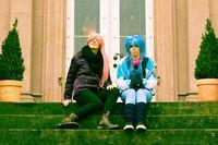 Frauen auf Treppe, Cosplay