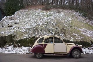 Citroen 2 CV Dolly im Schnee
