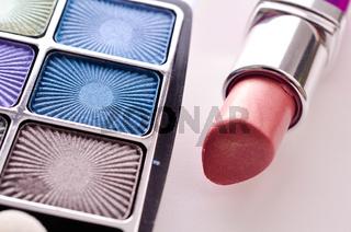 Beauty Produkte auf einem Tisch
