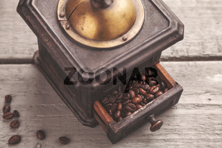 Vintage coffee blender on a wooden table