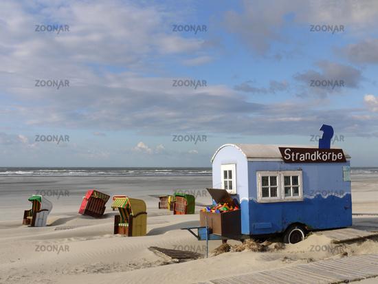 Strandkorbvermietung am Strand der Nordseeinsel Juist
