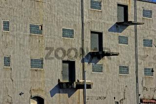 Hausfassade einer Lagerhalle