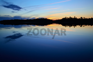 Die abendliche Ruhe. See Pongoma, Karelien, Russla