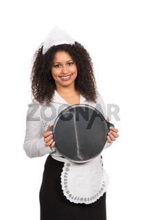 Dienstmädchen hält ein leeres Tablett