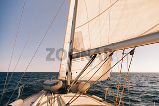 Mainsheet and roller with rope of the sailing boat