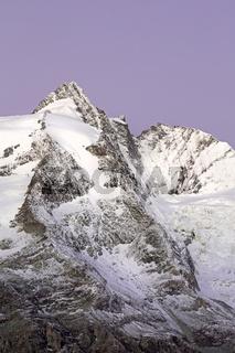 Gipfel des Großglockner im Morgenlicht, Nationalpark Hohe Tauern, Kärnten, Österreich, Europa