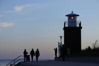 Leuchtturm in der Abenddämmerung