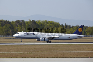 Flughafen Frankfurt am Main - Airbus A321 von Lufthansa landet