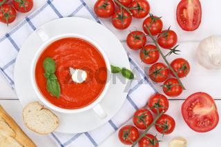 Tomatensuppe Tomaten Suppe Tomatencremesuppe in Suppentasse von oben