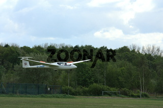 Segelflugzeug beim Landeanflug