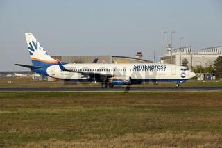 Flughafen Frankfurt - Start einer Boeing 737-800 von SunExpress