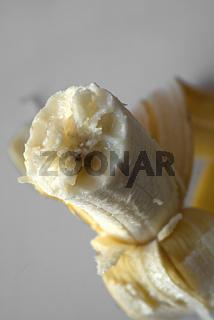 Banane, angebissen