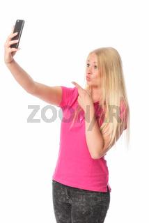 blondes mädchen macht ein selfie