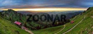Panoramaaussicht von der Nagelfluhkette auf das Alpenvorland