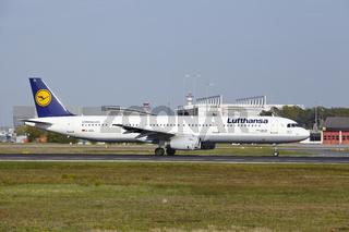 Flughafen Frankfurt am Main - Airbus A321 von Lufthansa startet