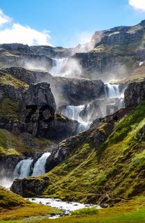 Die Treppen des Klifbrekkufossar in Island