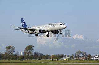Flughafen Amsterdam Schiphol - A321 von Air France (Skyteam Livery) landet