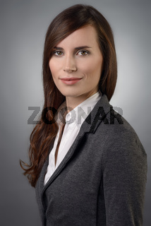 Bewerbungsfoto einer jungen Studentin