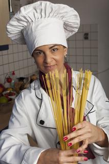 Köchin in der Küche