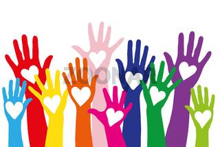 Bunte Hände mit Herz als Symbol für Liebe