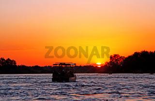 Sonnenuntergang am Sambesi, Sambia; Sundown at the Zambesi, Zambia