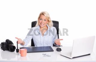 gestresste grafikerin am zeichentablett