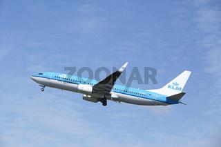 Flughafen Amsterdam Schiphol - Boeing 737 von KLM startet