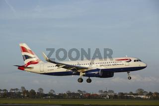 Flughafen Amsterdam Schiphol - Airbus A320 von British Airways landet