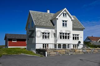 Traditionelles Wohnhaus aus Holz in Bud