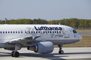 Flughafen Frankfurt am Main - Airbus A320 von Lufthansa landet