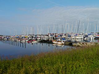 Segelboote im Hafen Gislövsläge in Schweden