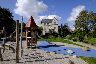 Kloster Schulpforte mit Klostergarten  in Schulpforte bei Naumburg an der Straße der Romanik, Burgenlandkreis, Sachsen-Anhalt, Deutschland