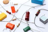 verschiedene Elektronikbauteile