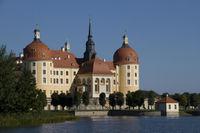 Jagdschloß Moritzburg bei blauen Himmel2