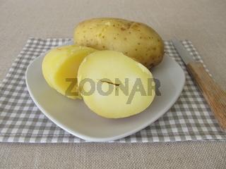 Gekochte Pellkartoffeln in der Kartoffelschale