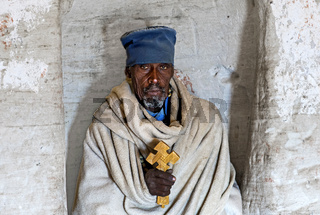 Orthodoxer Priester der Felsenkirche Daniel Korkor, Gheralta Berge, Tigray, Äthiopien