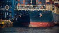Rumpf eines großen Containerschiffs