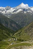 Der Weisshorn Gipfel über dem Mattertal, vorn Täschalp, Täsch, Wallis, Schweiz