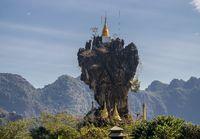 Die einmalige Kyauk Kalap Pagode in Hpa-An, Myanmar (Burma)