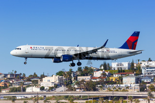 Delta Air Lines Airbus A321 airplane San Diego airport