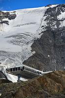 Seilbahnstation am Kaunergletscher, Kaunertal, Ötztaler Alpen, Tirol, Österreich