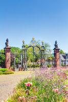 Eingangsportal zum Schloss Philippsruhe in Hanaus, Hessen