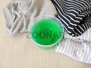 Flüssigwaschmittel und Wäsche