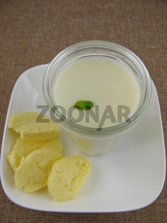 IMG_2023_selbstgemachte_Butter_Buttermilch.JPG
