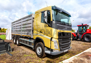 Volvo 460 dump truck outdoors