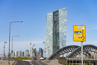 Europäische Zentralbank und Skyline von Frankfurt