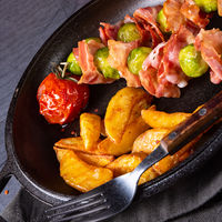 Brussels sprouts - Bacon - skewers with potato widgets