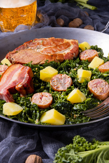delicious kale Pan with pinkel and kassler