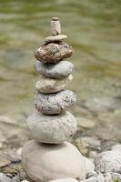 Steinturm am Wasser